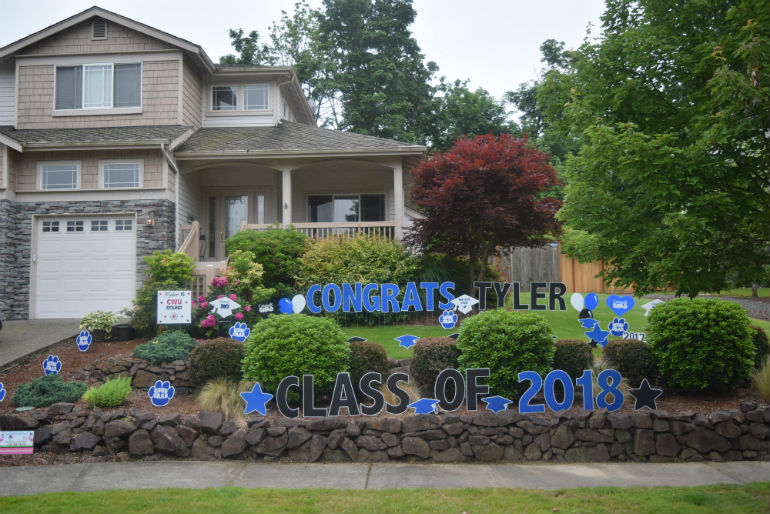 2018 School Colors Grad Display