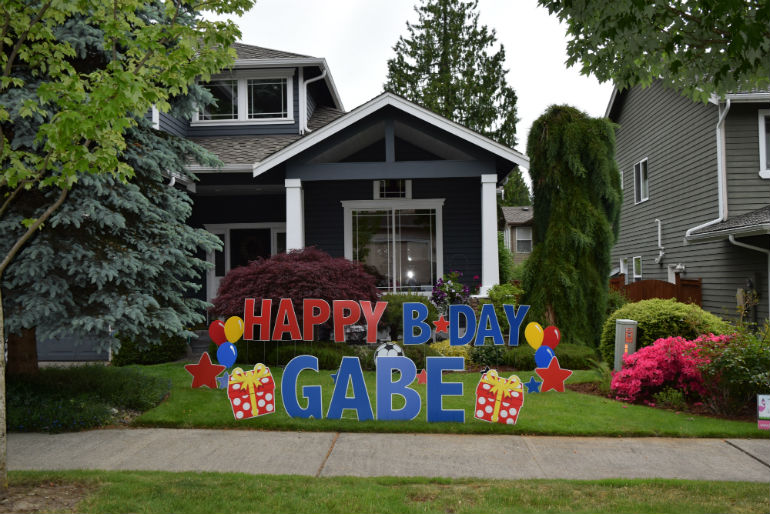 Don't like decorating?  Let us handle your birthday party decorations for you with a yard greeting!