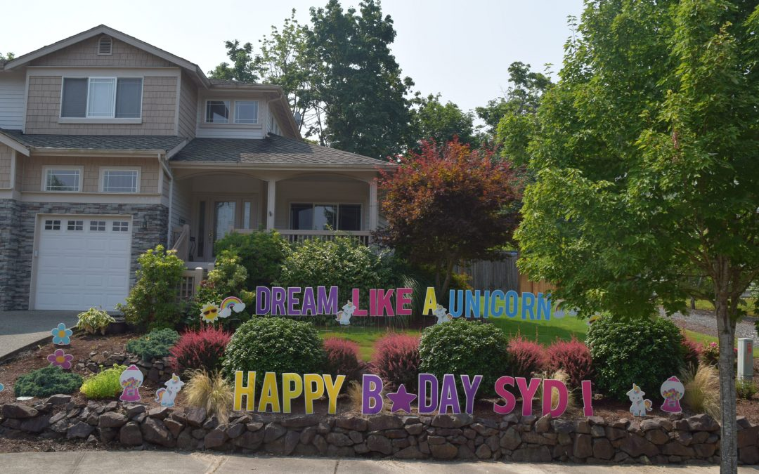 Did you see the fun birthday yard sign display on TLC's hit show Outdaughtered?
