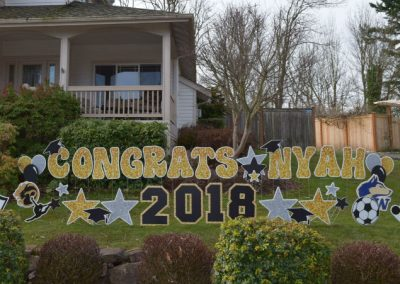 Lynnwood High UW Graduation Yard Signs