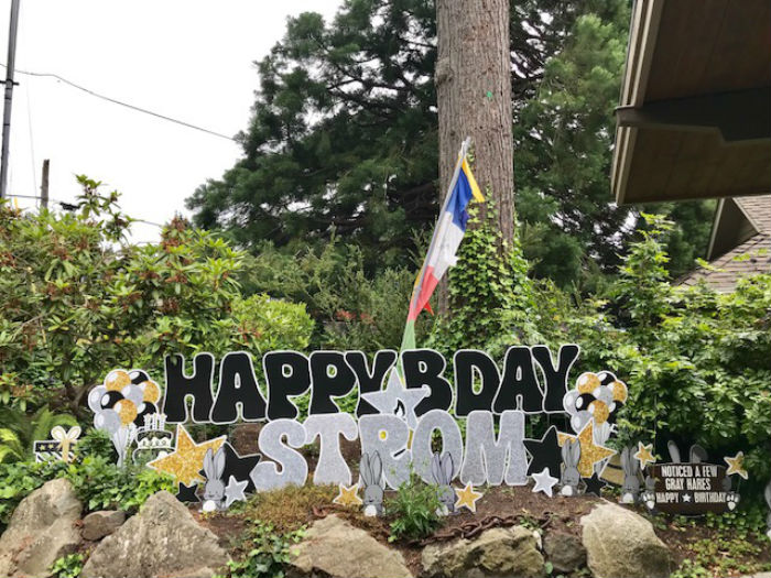 Birthday Yard Signs in WA State – A New FUN Way to Help Celebrate a Birthday!